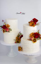 Load image into Gallery viewer, Wedding Cake  Two Tiered with fresh flowers