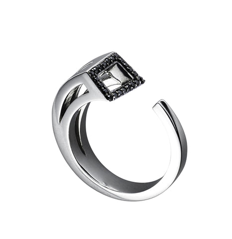 White gold with black diamonds and black rhodium