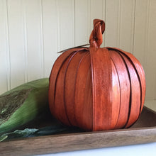 Load image into Gallery viewer, Corn Husk Pumpkin