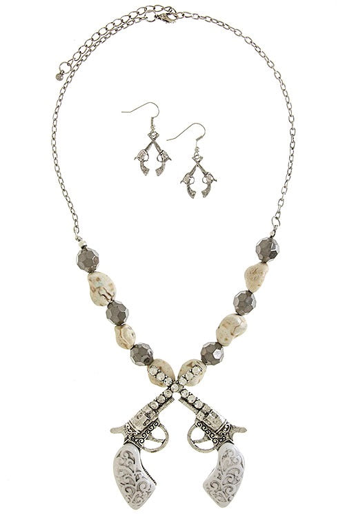 COWGIRL CROSSED CRYSTAL BLING PISTOLS NECKLACE SET