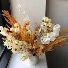 Load image into Gallery viewer, Petite Dried Floral Arrangement (delivery)