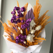 Load image into Gallery viewer, Dried Floral Bouquet (shipping)