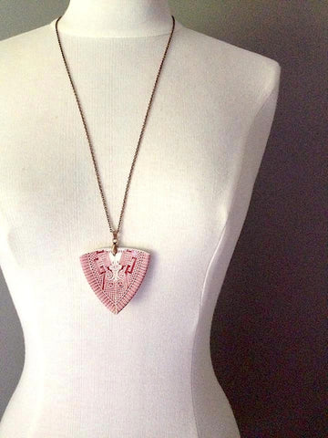 Vintage Hand Cut Rose Willow China Spear Head Pendant