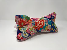 Laden Sie das Bild in den Galerie-Viewer, True Vibes Pillow FIRST EDITION #03