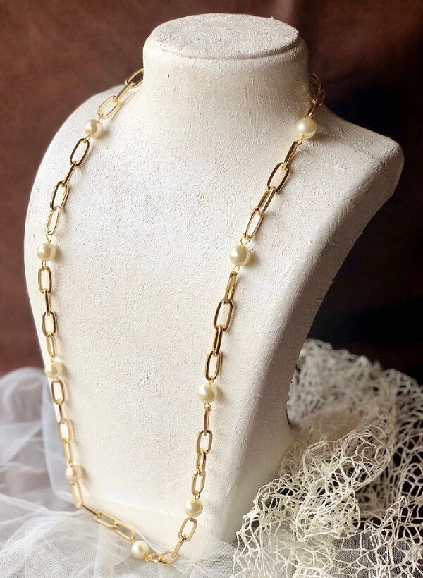Knotted in Pearls