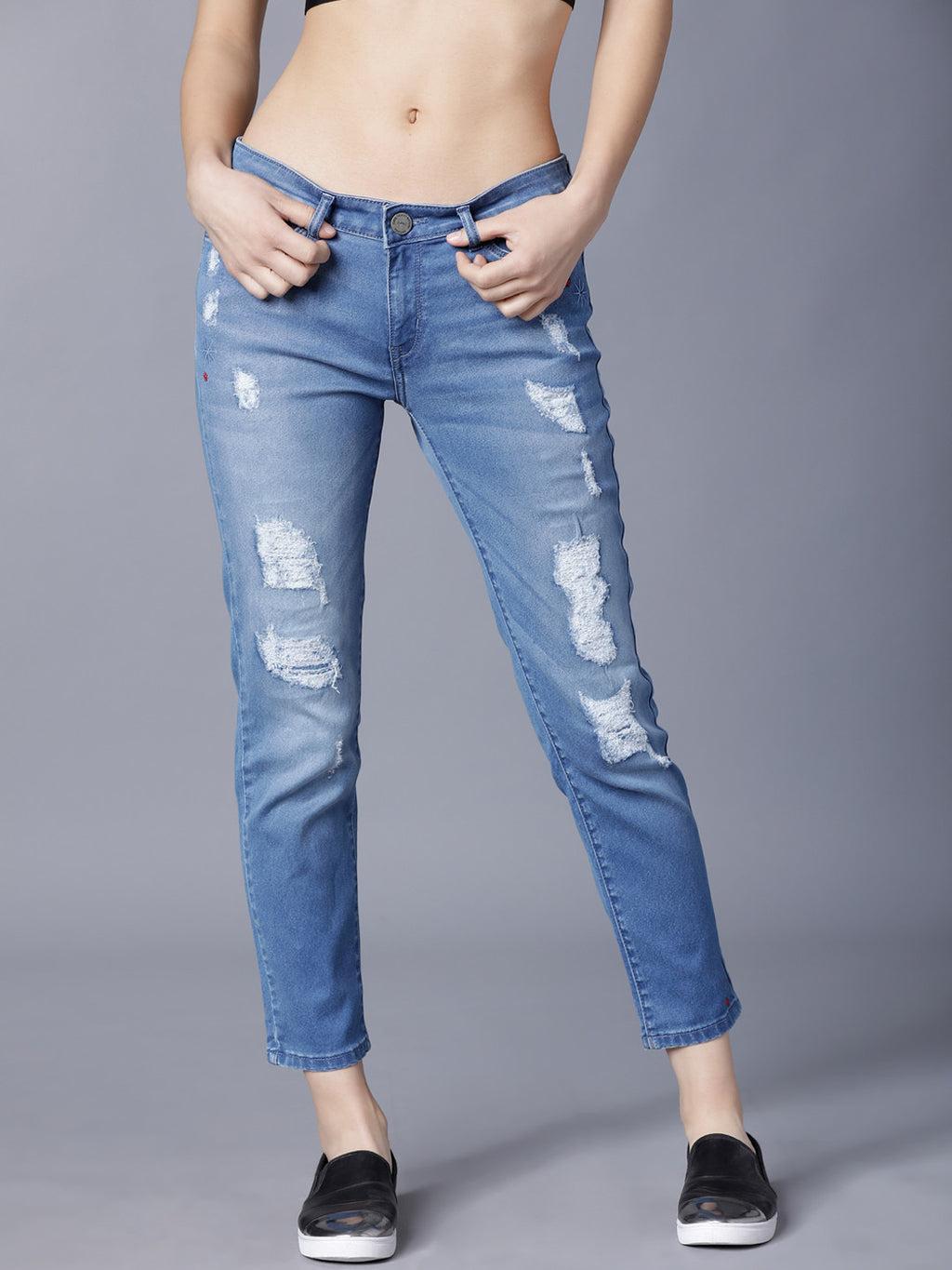 Women Blue Boyfriend Fit Mid-Rise Mildly Distressed Stretchable Jeans