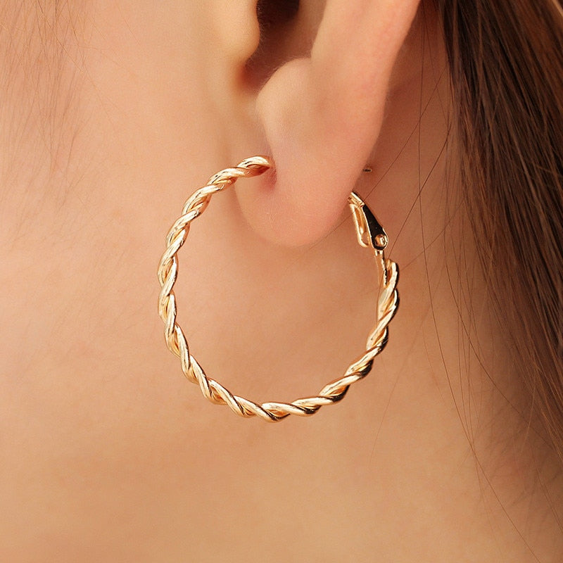 MilkySkinForever Fashion Hoop Earrings For Women Based Alloy & Stainless Steel Ear Post Earrings Gold Circle Ring Gift 3cm Dia, 1Pair