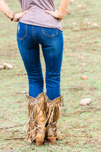 Load image into Gallery viewer, Taryn Distressed Skinnies