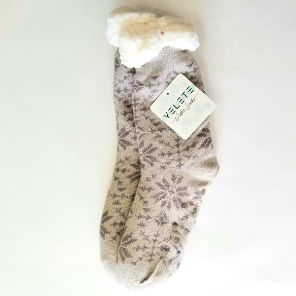 Sherpa Socks - Gray with Gray Snowflakes