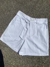 Load image into Gallery viewer, New York Line White Shorts size 10-12