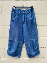 Load image into Gallery viewer, Y2K Denim Cargo Shorts size 10
