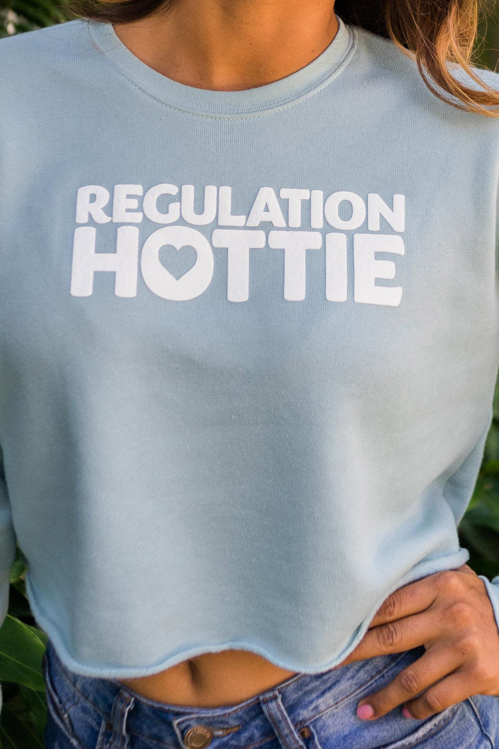 REGULATION HOTTIE CROPPED CREW