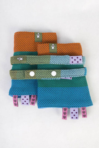 DROOL PADS & REACH STRAPS SET, (100% COTTON) - LITTLE HERRINGBONE LANTANA - The Birth Shop