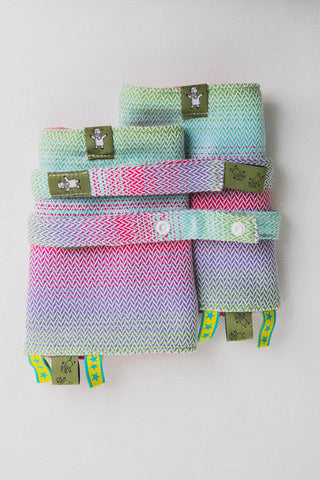 DROOL PADS & REACH STRAPS SET, (100% COTTON) - LITTLE HERRINGBONE IMPRESSION - The Birth Shop
