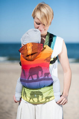 LL ERGONOMIC CARRIER JACQUARD WEAVE 100% COTTON - WRAP CONVERSION - RAINBOW SAFARI - The Birth Shop