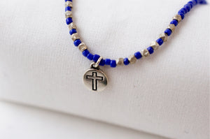 Collier Vic perles bleues Croix - Jolly Jungle