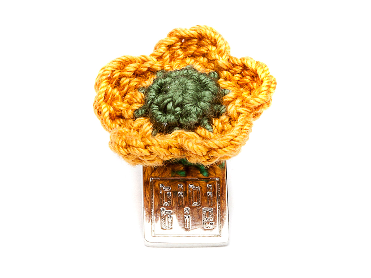 Lacy Flower Boutonniere Gold & Green