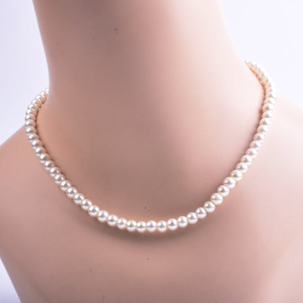 Short women's elegant white pearl handmade pearl necklace