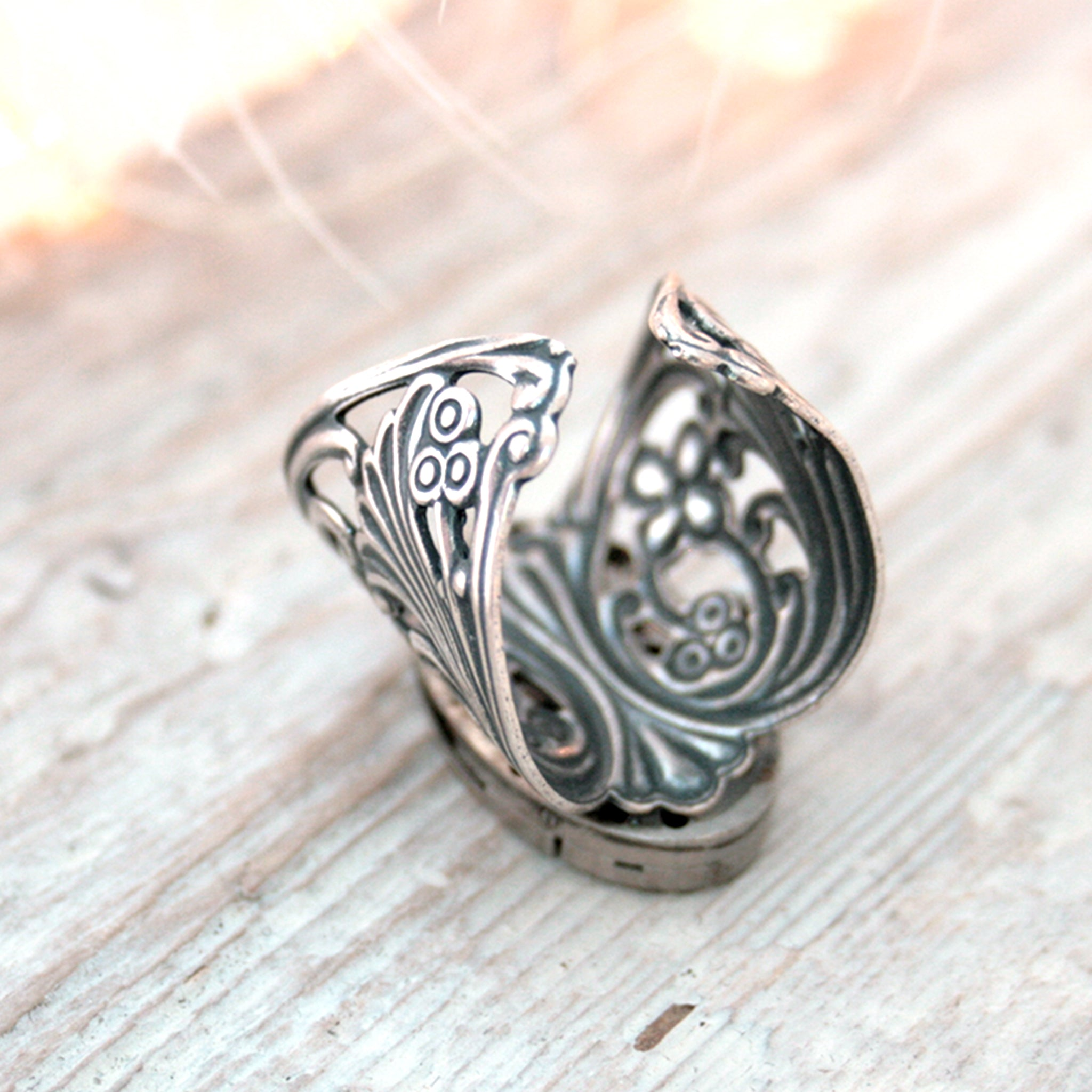 Gothic Ring with Floral Filigree Maxi Band