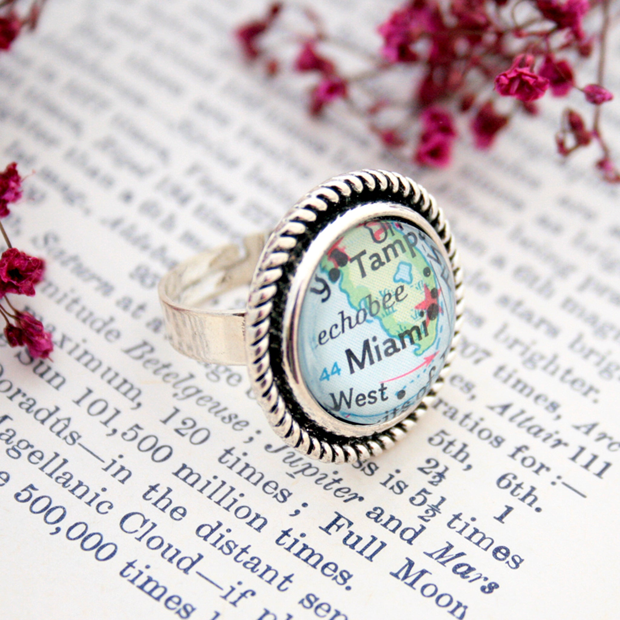 Silver tone ring with rope pattern featuring map of Miami