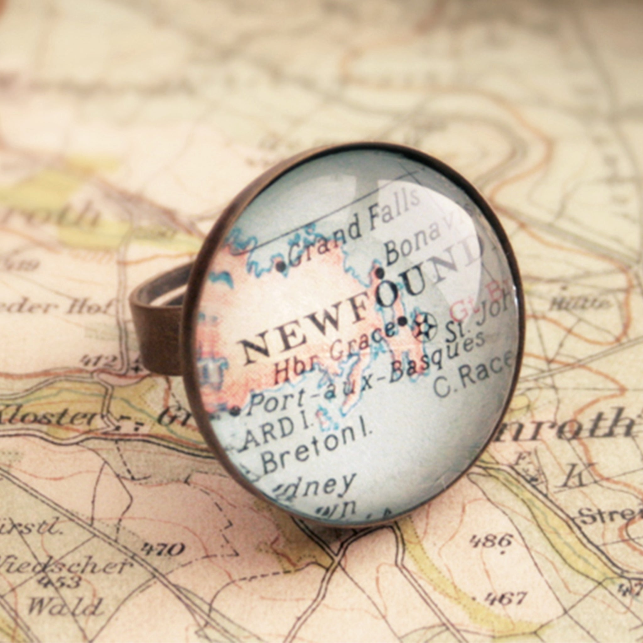 Round bronze ring personalised with custom map of Newfoundland