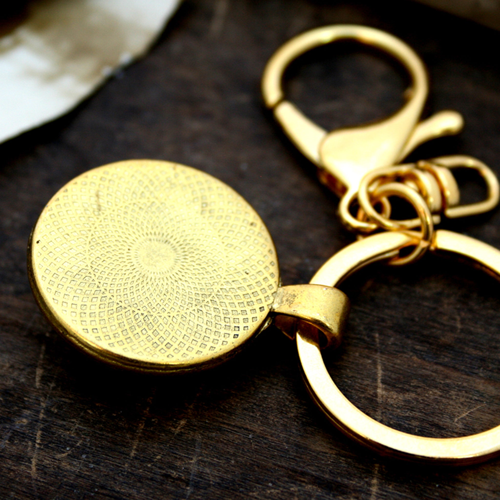 Personalised keyring in gold color