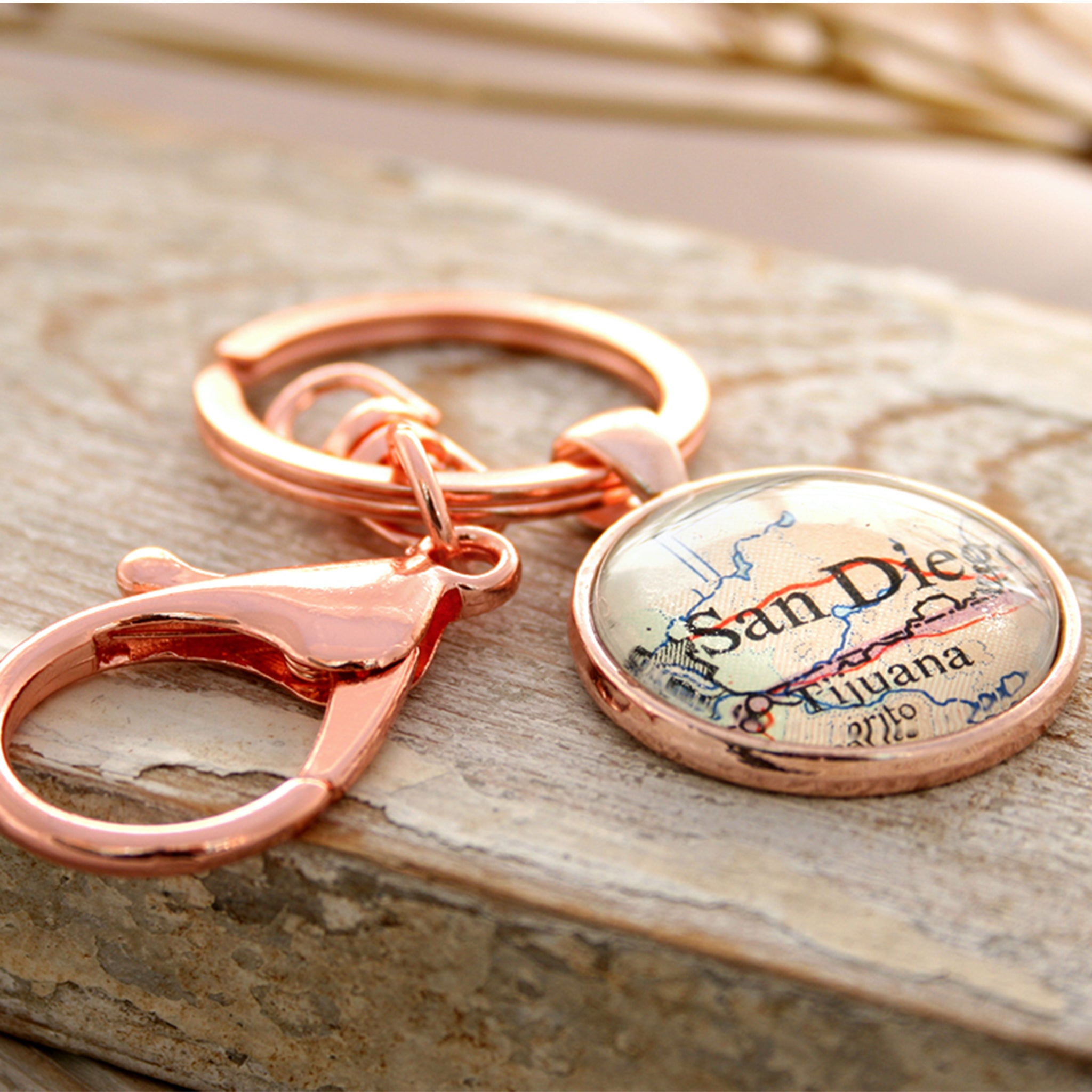 Personalised keyring in rose gold color featuring map of San Diego