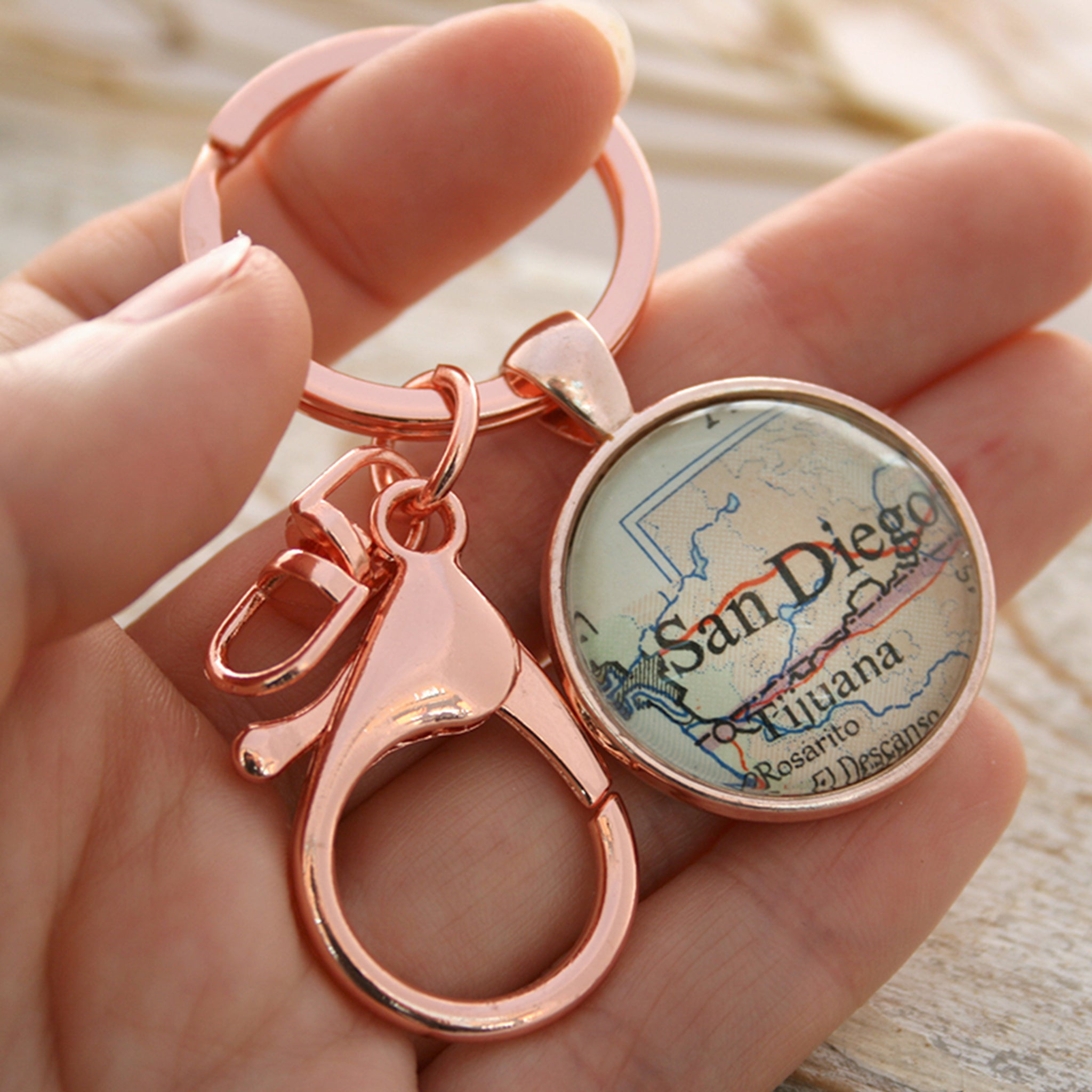 Hold in hand Personalised keyring in rose gold color featuring map of San Diego