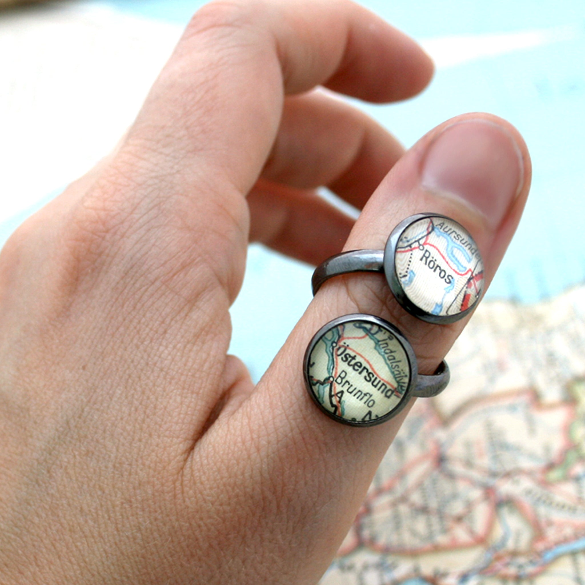 Thumb ring featuring to custom map locations