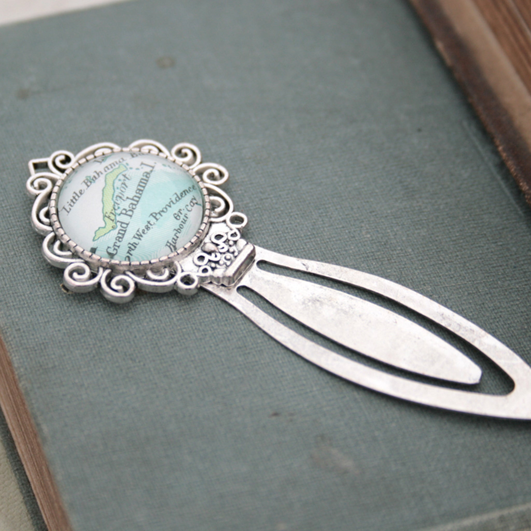 Personalised bookmark featuring Grand Bahama map in silver color