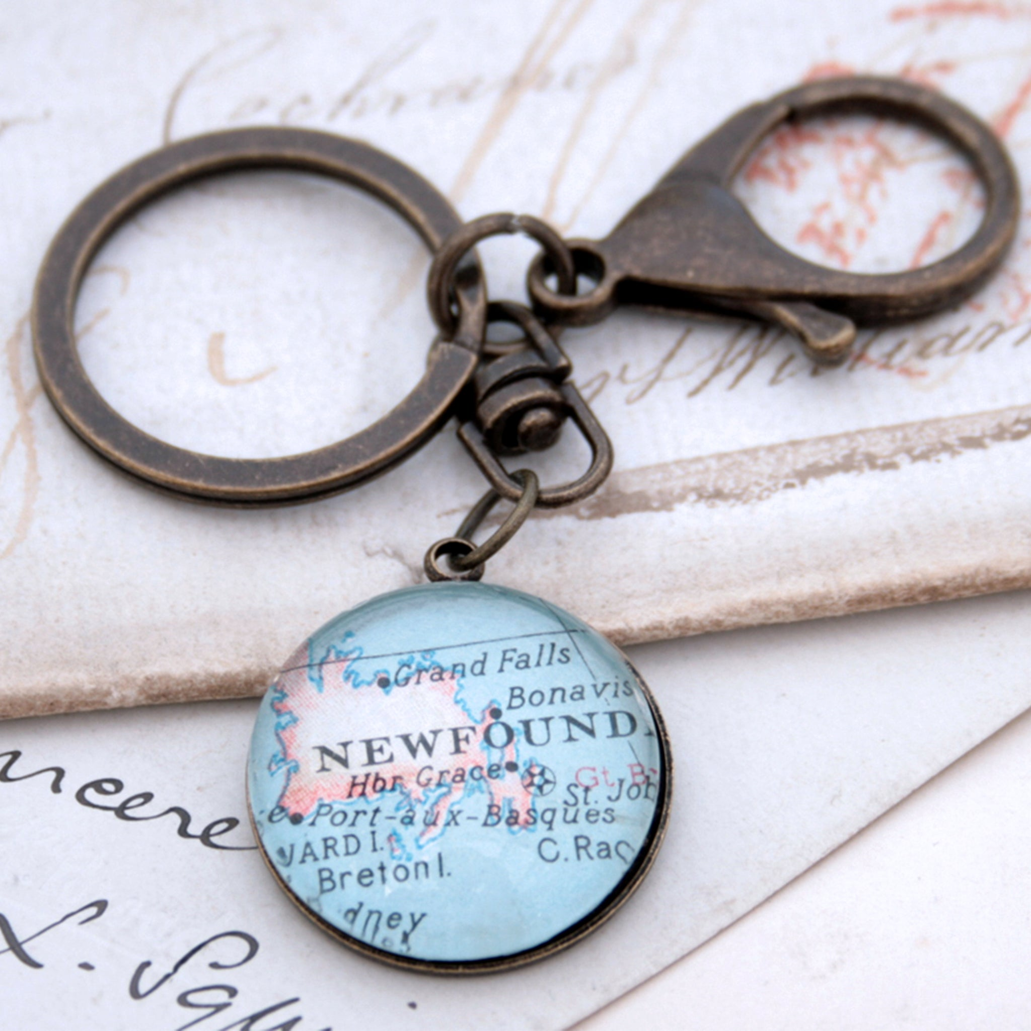 Personalised keyring in antique bronze color featuring map of Newfoundland