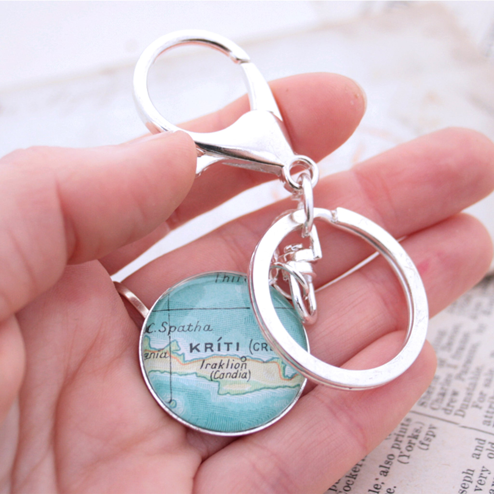 Hold in hand Personalised keyring in silver color featuring map of Kriti