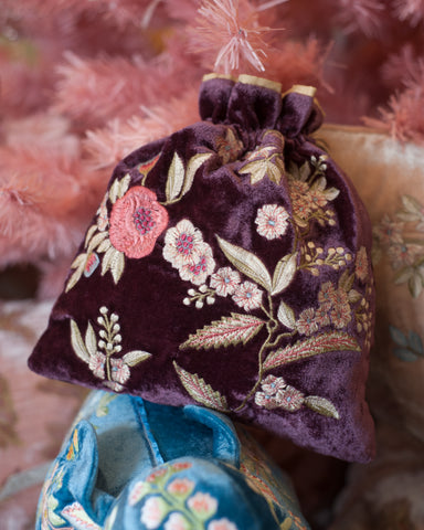 EMBROIDERED VELVET POUCH IN GRAPE
