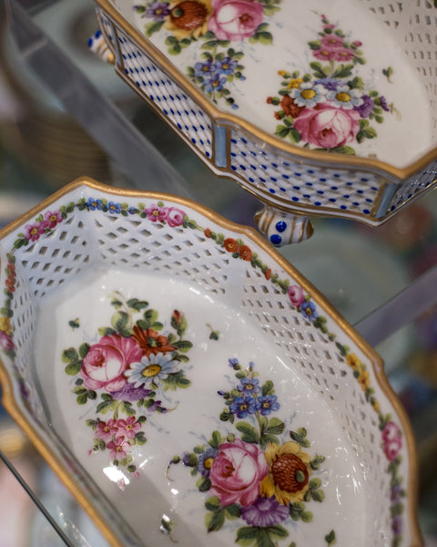ANTIQUE PAIR OF SÈVRES PORCELAIN BASKETS