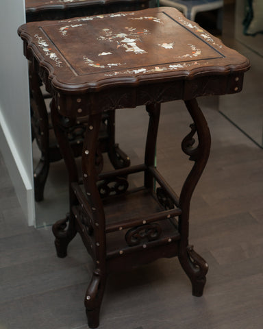 ANTIQUE CHINESE WOOD TABLE WITH MOTHER OF PEARL INLAY