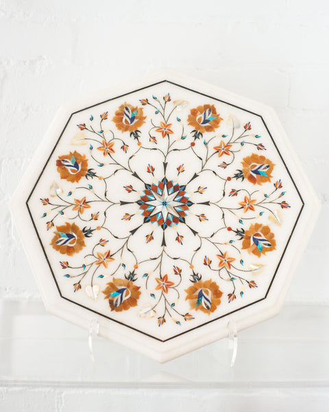 An Indian white marble platter with a colourful variety of inlaid semi-precious stones. This fine art piece would look striking placed on a coffee table or dining table to display  drinks or appetizers.