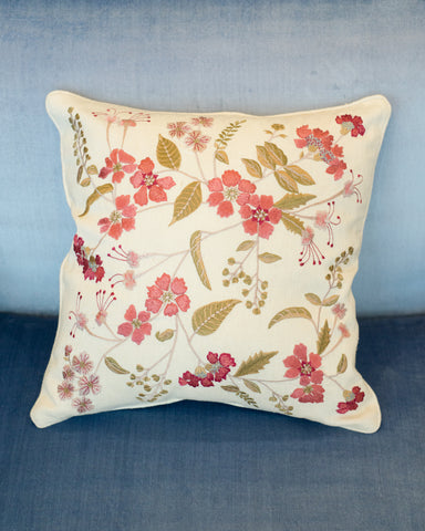 EMBROIDERED PILLOW ON CRÈME TASSIA SILK