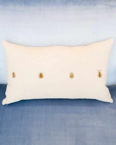 4 INSECTS ON A LINEN PILLOW