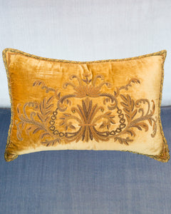 GOLD VELVET PILLOW WITH METALLIC TRIM