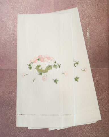 PAIR OF LINEN GUEST TOWELS EMBROIDERED WITH A BASKET OF FLOWERS