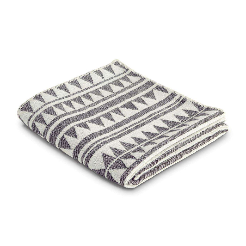 Triangles Jacquard Throw - Black & White - TERTIUS COLLECTION