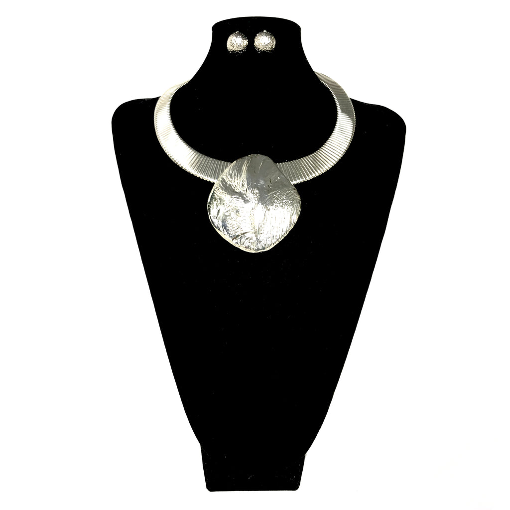 Single Pendant Metal Necklace Set