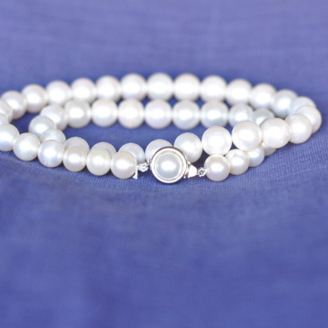 White Pearl Necklace (Small Pearls)