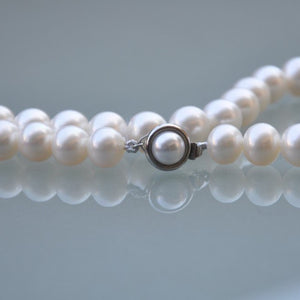 White Pearl Necklace (Medium Pearls)