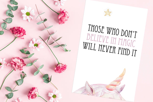 Those who don't believe in magic will never find it Poster Kunstdruck - Typografie Kinder, KUNST-ONLINE Wandbild