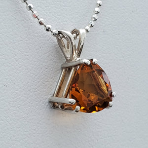 Side view of pendant showing prong setting