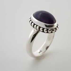 Side angle of amethyst silver ring