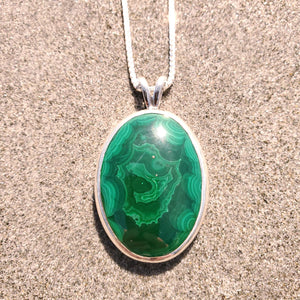 Large green malachite bezel set necklace