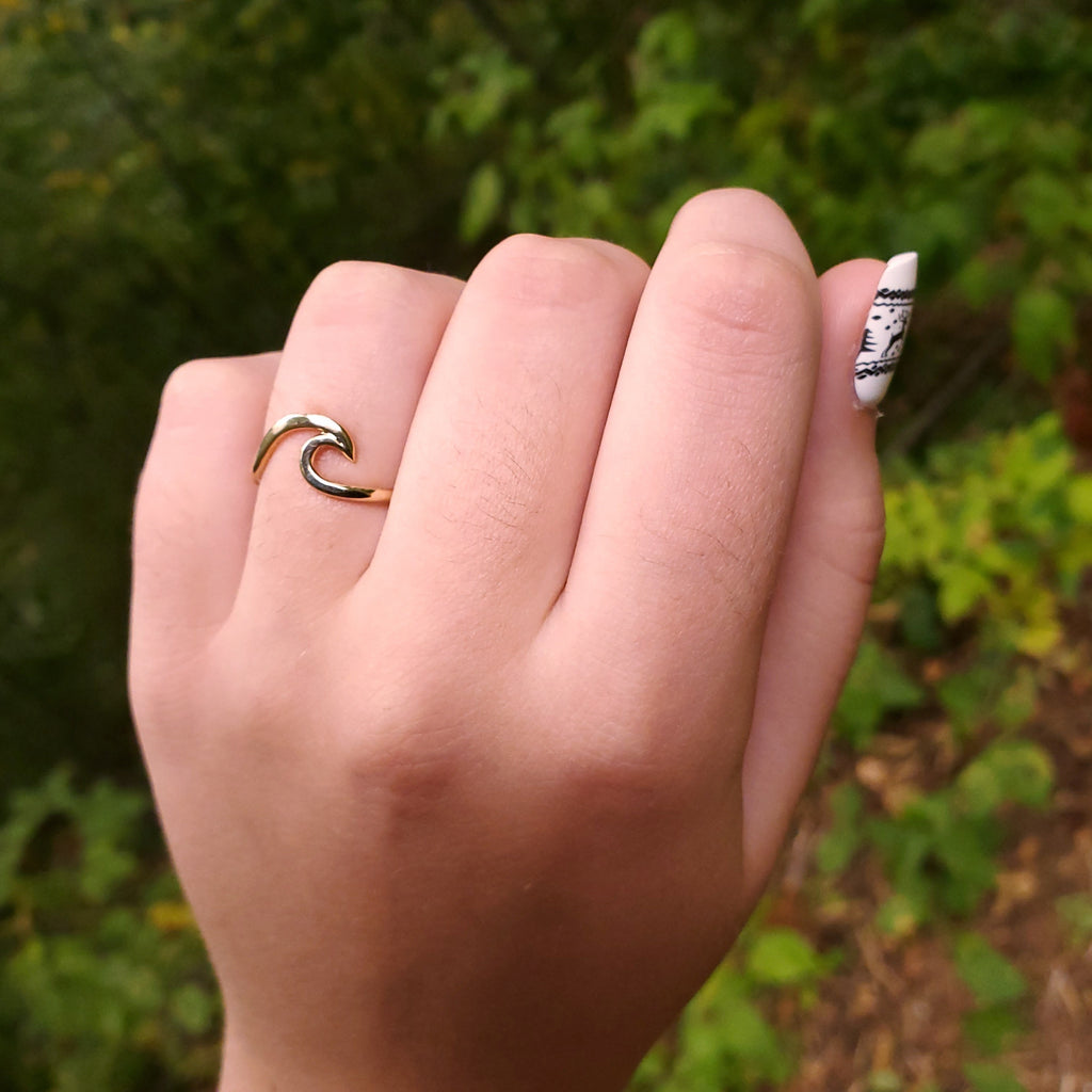 Gold-filled wave ring on hand