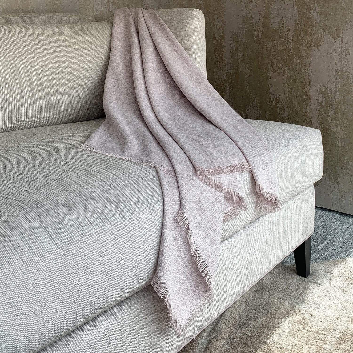 Light Mauve Fringed Throw